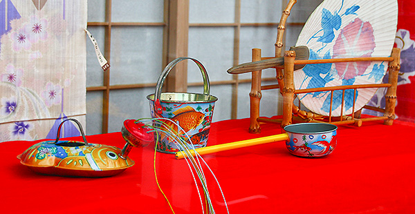 日本の夏の団扇とおもちゃ
