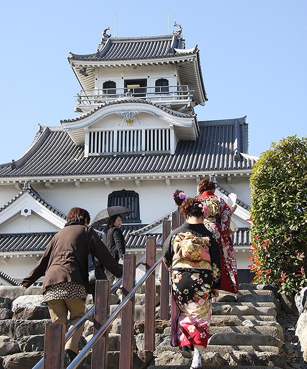 長浜城歴史博物館への石段